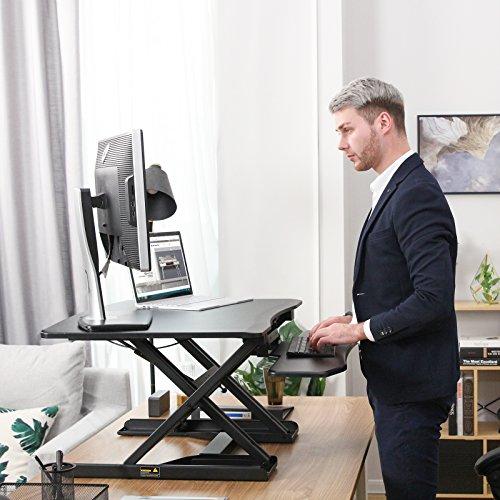 SONGMICS Sitz-Steh-Schreibtisch Höhenverstellbarer Aufsatz Laptop-Ständer Monitorständer Schnell Zum Stehen Einstellen Abnehmbaren und winkeleinstellbaren Tastaturablage 80 x 62 cm Schwarz LSD08B - 2